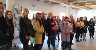 юные экскурсоводы в галерее Кастуся Качана